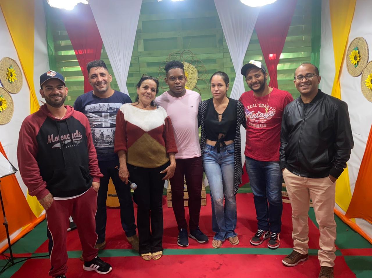 Prefeitura de Tapiramutá realizou a entrega dos DVDs e Troféus para os cantadores de Chula